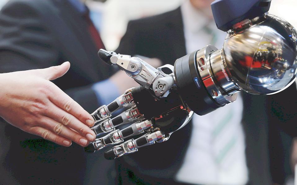Η τεχνητή νοημοσύνη συμπληρώνει την ανθρώπινη. Ωστόσο, η εντυπωσιακή εξέλιξή της τα τελευταία χρόνια έχει αναγκάσει επιστήμονες και τεχνολάτρες να ζητούν τη δημιουργία ενός ηθικού πλαισίου για τη χρήση της.