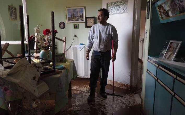 Μάνδρα Αττικής: Κάθε σπίτι μια ιστορία καταστροφής