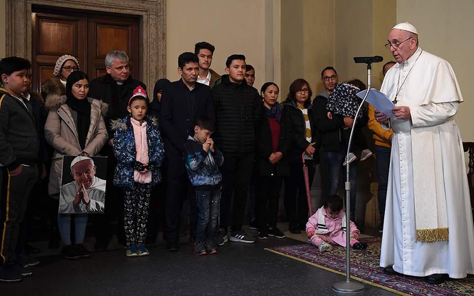 vatican_pope_refugees_61163jpg-832e4