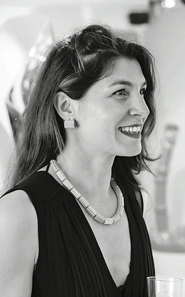Το πορτρέτο της Σοφίας Σλήμαν με το περίφημο «διάδημα της ωραίας Ελένης»  από την ανασκαφή της Τροίας ήταν για εκείνη η αφετηρία του ταξιδιού της  στον χώρο ... 4639164855e
