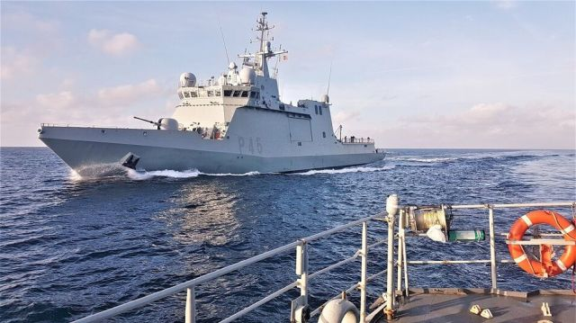 La previsión es que el buque de la Armada llegue a Lampedusa este viernes por la tarde. El barco estaba preparado para recibir hasta 100 personas.