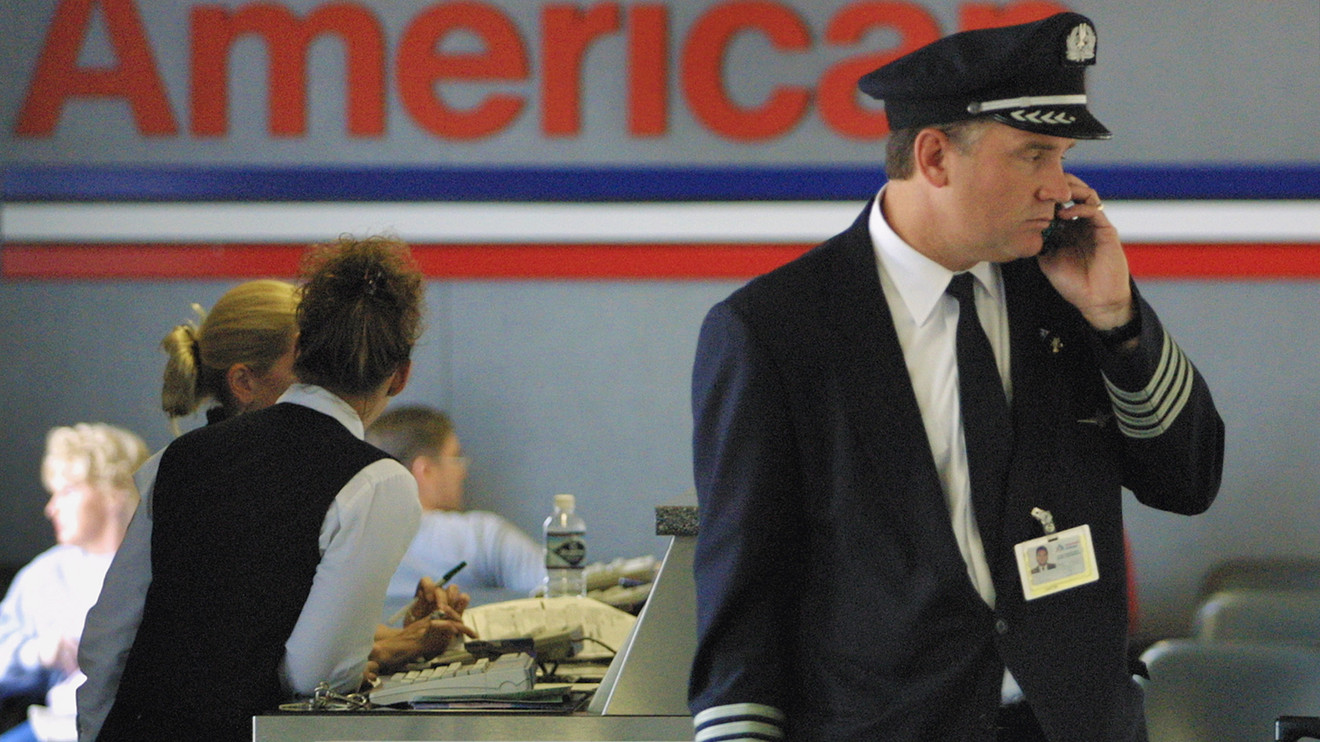 Christmas Is Saved American Airlines Pays Pilots Extra To