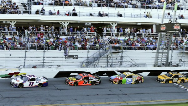 Denny Hamlin wins Daytona 500, joining an elite group with his 3rd victory