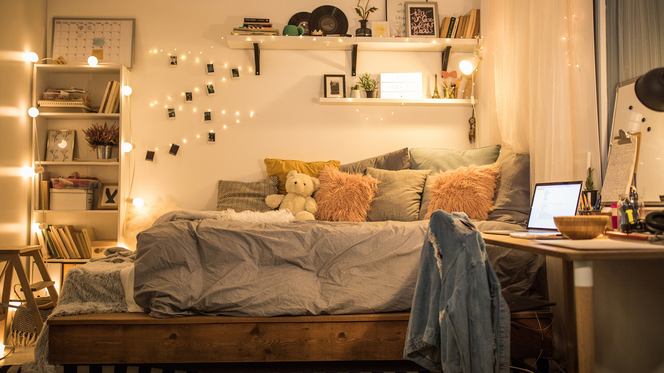 Parents Are Spending Hundreds Sometimes Thousands Of Dollars Decorating Their Children S College Dorm Rooms Marketwatch