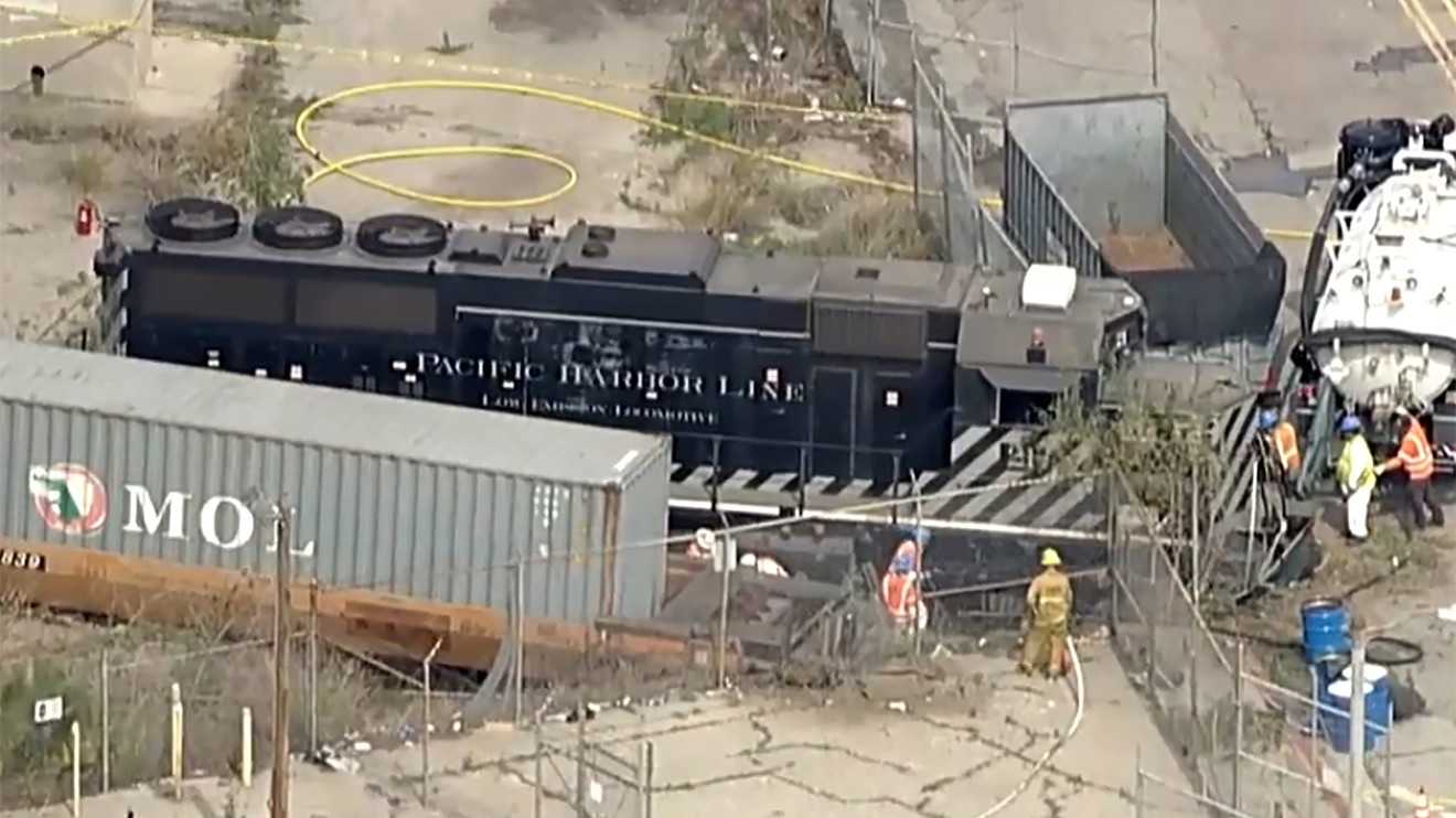 Train Engineer Intentionally Derailed Locomotive Near Hospital Ship In L A Feds Say Marketwatch
