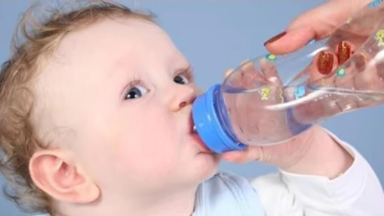 متى نعطي المياه الخالصة للطفل الرضيع صحتكم تهمنا