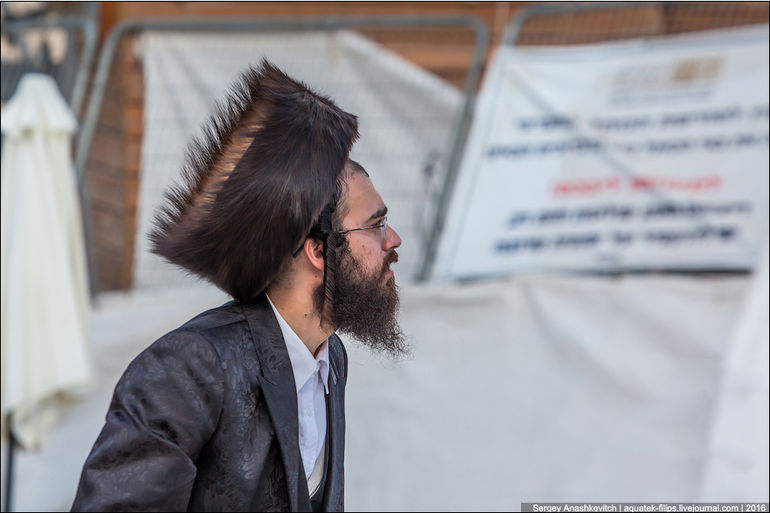 Općina. u obitelji ortodoksnih Židova.