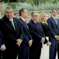 Γιορτάζουν οι  «δρακουλιάρηδες» τ ην αποκατάσταση της κλεπτοκρατίας