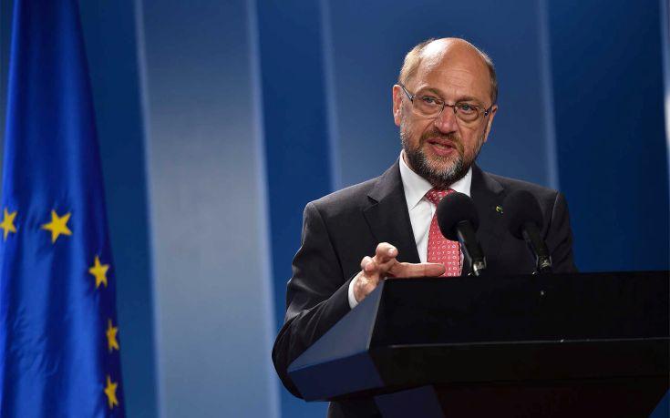 Πώς σχολιάζει ο Σουλτς τον εκλογικό θρίαμβο της Μέρκελ στο Ζάαρλαντ