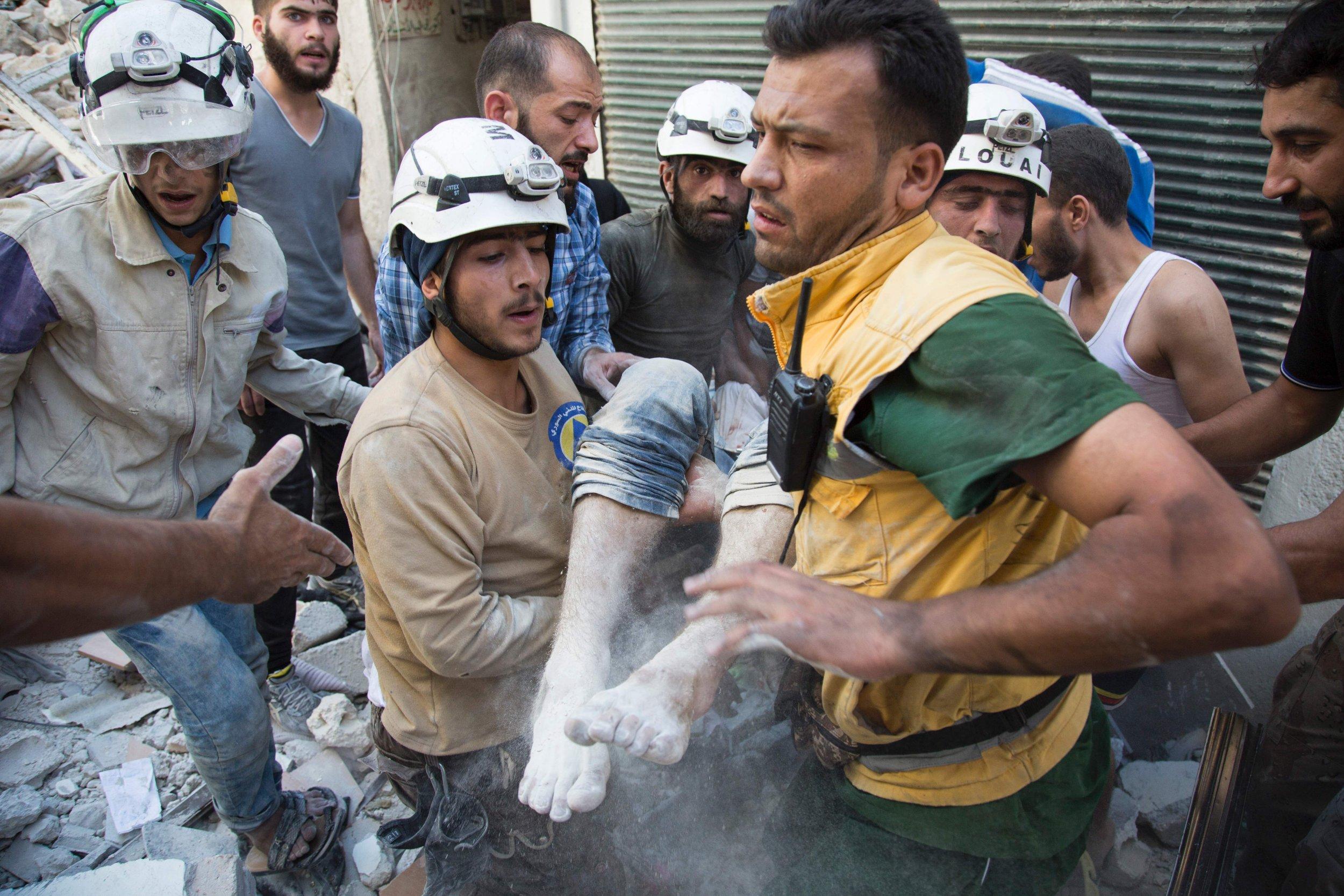 https://i2.wp.com/s.newsweek.com/sites/www.newsweek.com/files/2016/09/08/white-helmets-rescue-body-rubble-aleppo.jpg