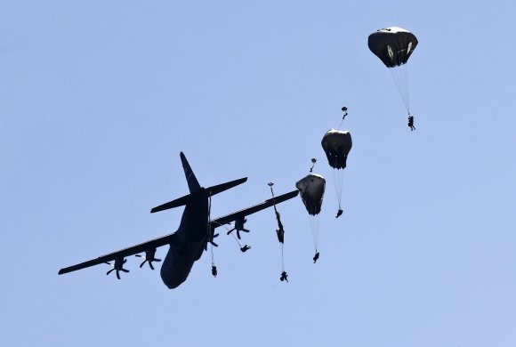 0912_Missing_paratrooper_01