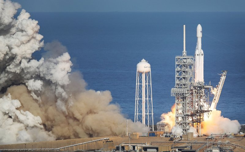 SpaceX Livestream: Watch Falcon Heavy launch of the Arabsat