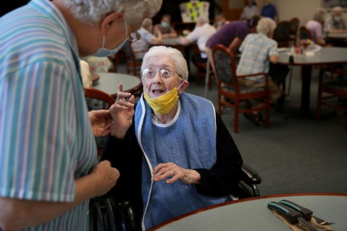 The staff of the nursing homes were able to learn from the first wave and improve the care of the elderly (illustrative image).