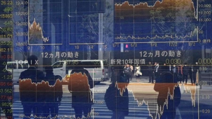 Chỉ số chứng khoánTokyo đổ dốc trong hiên giao dịch hôm 26/03/2020. Ảnh minh họa cho việc chính phủ Nhật phải tung kế hoạch 1.000 tỷ đô la hỗ trợ kinh tế khắc hục hậu quả Covid-19.