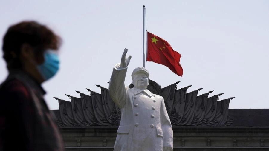Ảnh minh họa : Tượng Mao Trạch Đông tại Vũ Hán, khi Trung Quốc tổ chức quốc tang tưởng niệm các nạn nhân của virus corona nhân tiết thanh minh, ngày 04/04/2020.