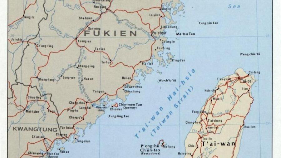 中国男驾皮艇登岛,吓台湾一跳,防长承认疏失 中国男驾皮艇登岛,吓台湾一跳,防长承认疏失