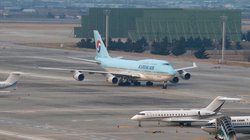 Chiếc Boeing 747-400 chở công dân Hàn Quốc từ Vũ Hán về đến Gimpo International Airport, Hàn Quốc, ngày 31/01/2020.