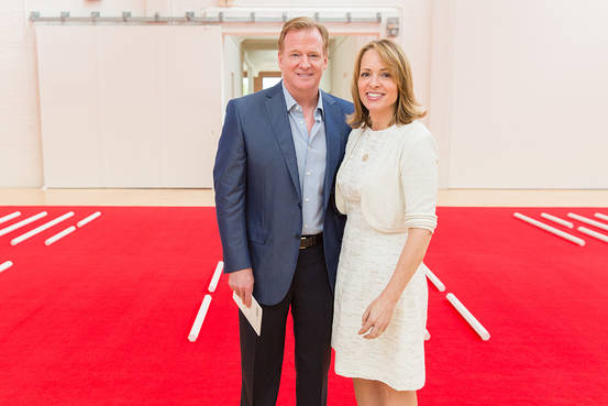 Roger Goodell Has a Secret Defender on Twitter: His Wife BN VO362 1012GO G 20171012122414