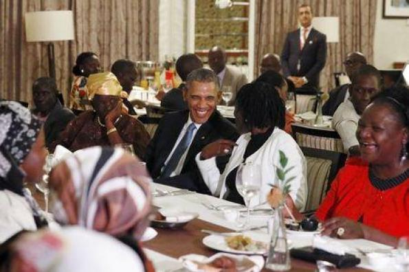 U.S. President Barack Obama attends a private dinner with family members at his hotel restaurant after arriving in Nairobi July 24, 2015. REUTERS/Jonathan Ernst
