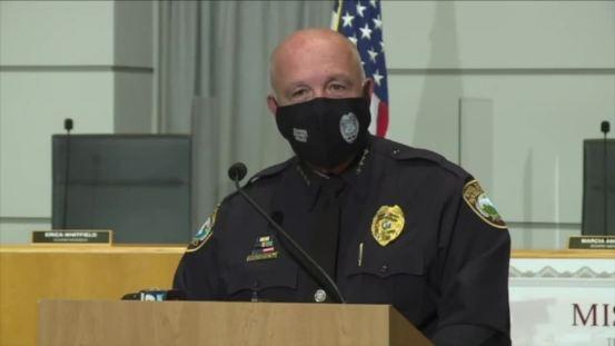 Η αστυνομική ένωση θέλει το γραφείο Sheriff του Palm Beach County να αναλάβει το αστυνομικό τμήμα της σχολικής περιοχής