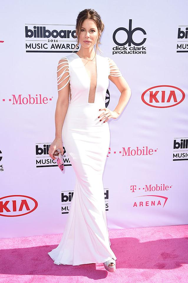 <p>Presenter Beckinsale kept it simple and stunning in a breezy white gown.<i>(Photo: Frazer Harrison/Getty Images)</i></p>