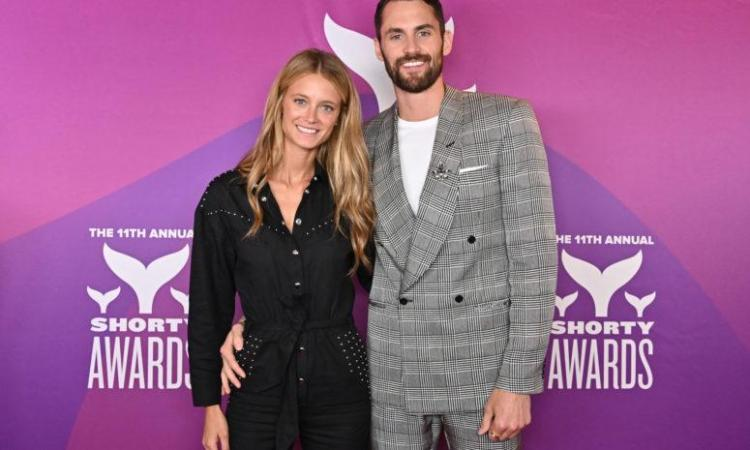 Kevin Love Reacts To Girlfriend Kate Bock Landing SI ...