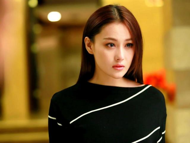 Viann Zhang harassed by male fans at home