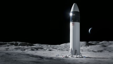 NASA, SpaceX pause work on the lunar lander deal due to contract challenges