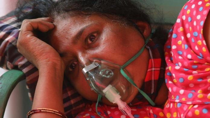 India Covid: Delhi hospitals plead for oxygen as more patients die