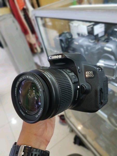 Kamera DSLR Canon 650D & Lensa Kit 18-55mm