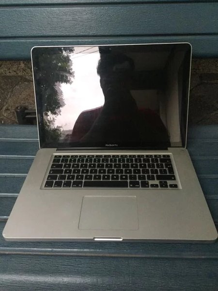 Apple MacBook Pro 15Inch MC723