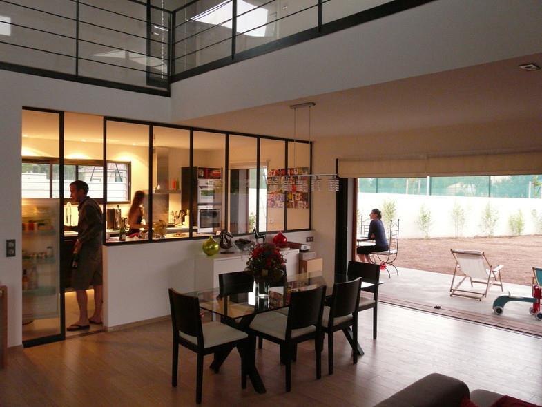 communication visuelle entre sejour et cuisine par la verriere type atelier