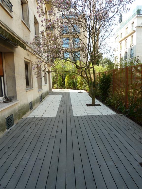terrasse en bois composite gris