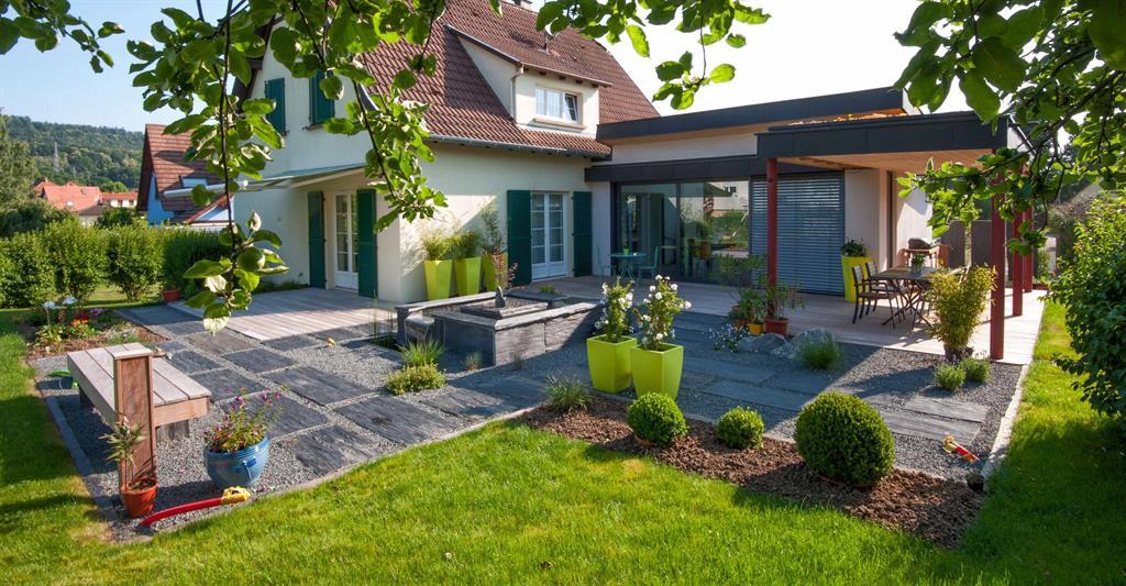Maison Moderne Avec Terrasse Et Pelouse Les Nouveaux