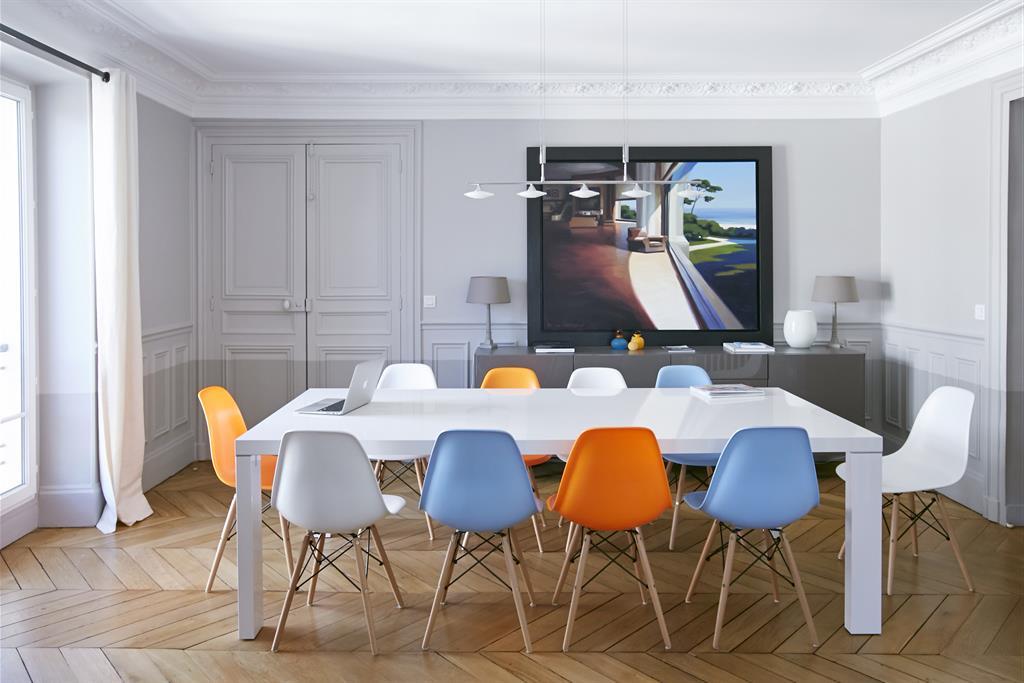 Salle Manger Avec Chaises Eames Multicolores Bertille Bosset