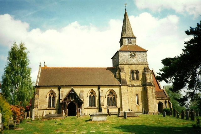 St. Nicholas' Church, Godstone © Roger Smith cc-by-sa/2.0