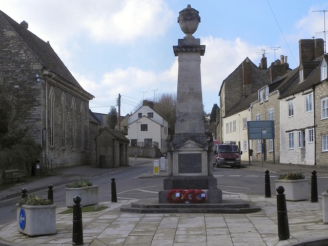 War Memorial, Wotton under Edge © David Dixon cc-by-sa/2.0