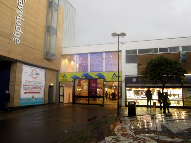 Entrance To Arndale Shopping Centre 169 Graham Robson Cc By Sa 2 0 Geograph Britain And Ireland