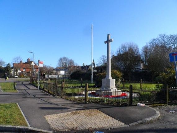 War memorial, Cranfield © Bikeboy :: Geograph Britain and Ireland