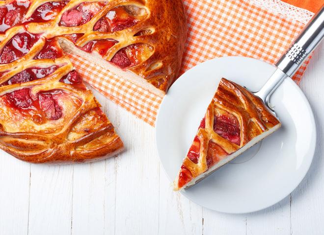 9ae1a45d44ecd5edc3f2f6a9abe70e52 klubnichnyy pirog depositphotos 38841313 - Strawberry pie: home recipe