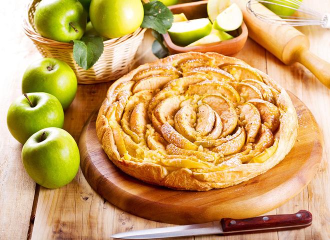 62e6a0b473967f82c16702e2bf286951 01 yablochny pirog depositphotos 51466191 m - Vegetable cakes: sweet Apple rose