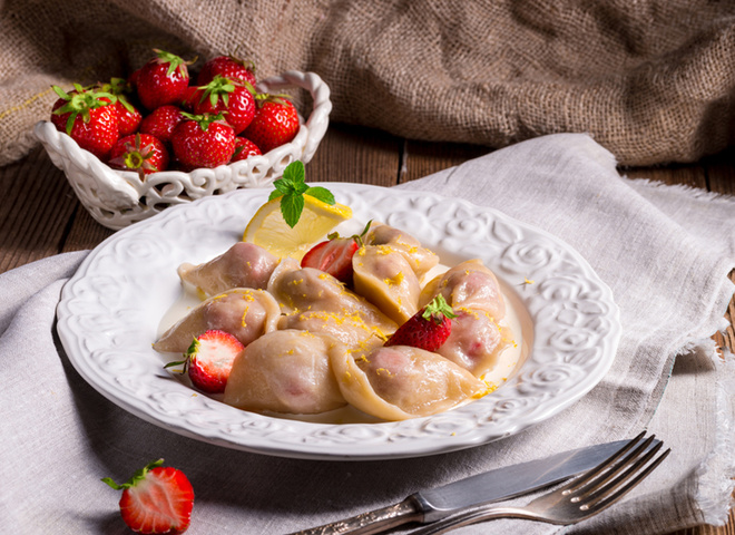 7a3 vareniki s klubnikoy depositphotos 76222081 - Dumplings with strawberries recipe Ukrainian treats