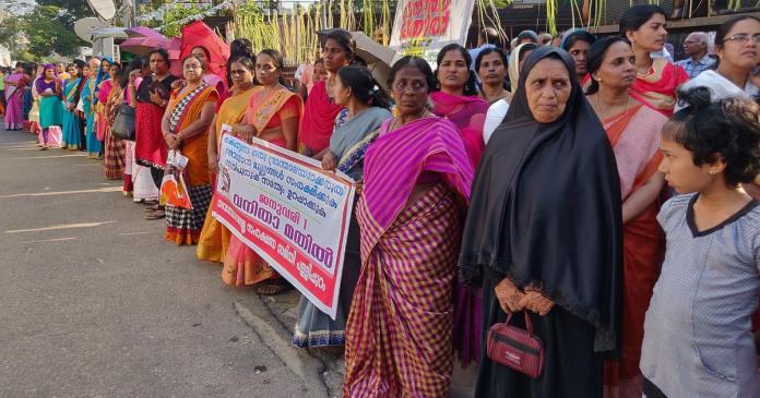 Sabarimala: Kerala women form 620-km wall to counter Sangh Parivar, pledge  to ensure gender justice