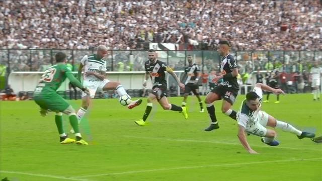 Gol do Palmeiras! Willian deixa Deyverson sem goleiro para marcar, aos 26' do 2ºT