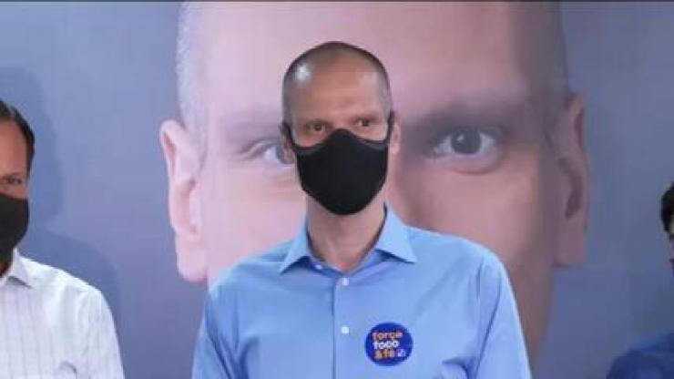 Com 57,77% das urnas apuradas, Bruno Covas (PSDB) faz discurso anunciando chegada ao segundo turno