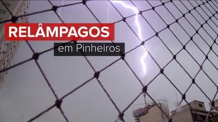 Raio atinge um guindaste de construção próximo ao Largo da Batata, na Zona Oeste de SP