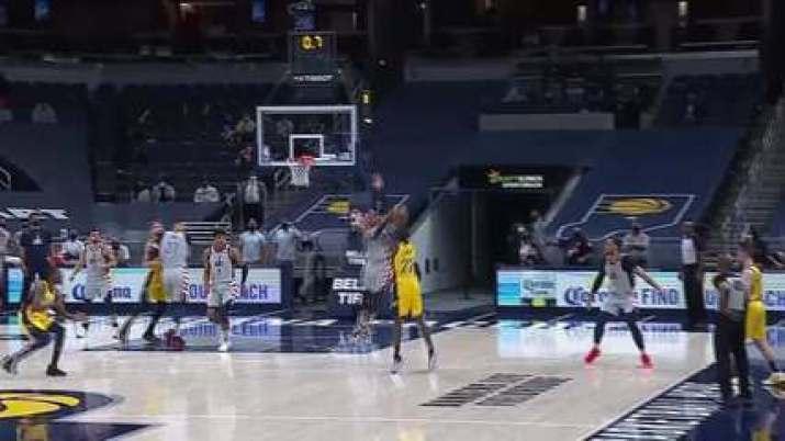 Westbrook dá toco no último segundo