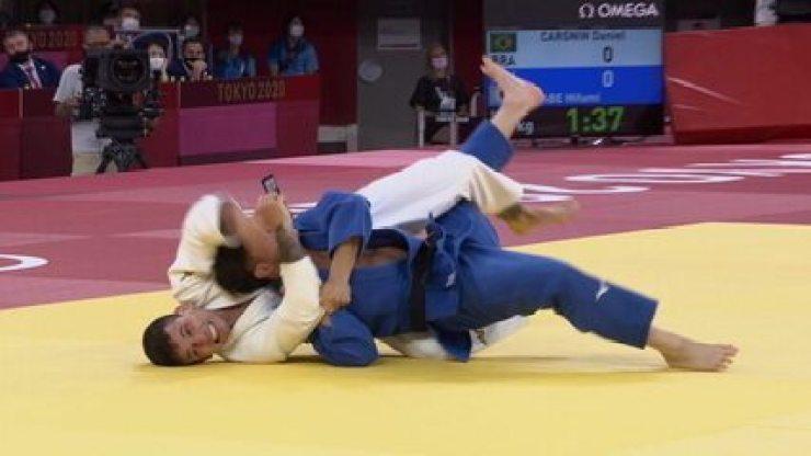 Daniel Cargnin perde para Hifumi Abe, do Japão, na semifinal do judô até 66kg