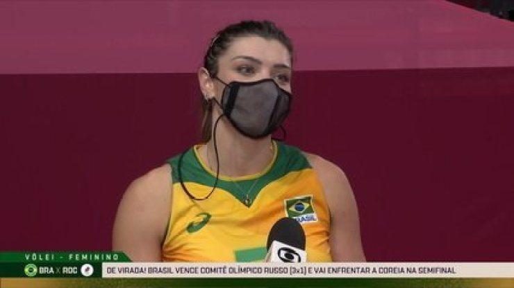"""Fundamental no jogo, Rosamaria fala sobre entrada em quadra e pontos decisivos na vitória: """"De fora, estava tentando ver o que faltava"""""""