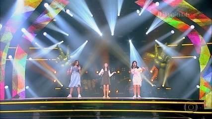 Ana Carolina Floriano, Babi Mello and Evelyn Katzer sing 'Don't go away'